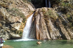 neer-gaddu-waterfall
